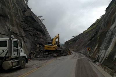 Tras derrumbe, habilitan a un carril vía Bucaramanga – Barrancabermeja