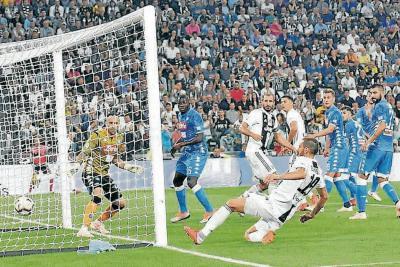 Nápoles, con Ospina, no pudo con Juventus