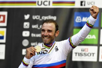 Alejandro Valverde se coronó campeón en mundial de ciclismo