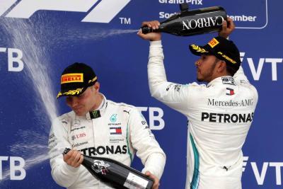 Hamilton ganó el Gran Premio de Rusia de Fórmula Uno, Bottas le cedió la primera posición