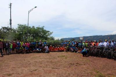 Autoridades y comunidad limpiaron el Eco Parque Cerro de La Cantera