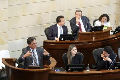 La moción se solicitó luego de un debate de control político en la plenaria al ministro de Hacienda, Alberto Carrasquilla.