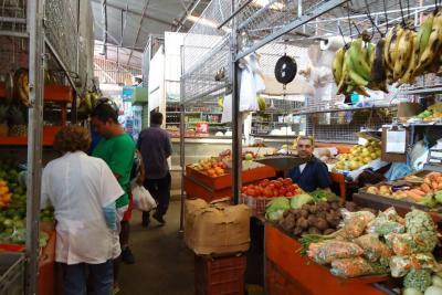 Vendedores se quejan por alza de hasta 300% en arriendos de la Plaza Guarín