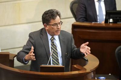 Gobierno continúa defendiendo a Carrasquilla de moción de censura