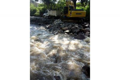 Maquinaria en el Río de Oro genera temor en Llano Grande