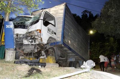 Joven embarazada que fue arrollada por un furgón sigue en grave estado