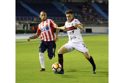 Junior enfrenta a Colón por un lugar en los cuartos de final