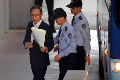 Expresidente de Corea del Sur condenado a 15 años de cárcel