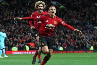 El chileno Alexis Sánchez, sobre la hora, logró darle la victoria al Manchester United sobre el Newcastle por 3-2.