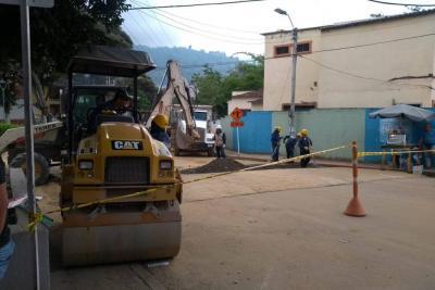 Reparcheo de calle en Altoviento  II es por obras del intercambiador