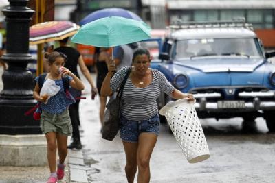 Occidente de Cuba en alerta tras peligrosa cercanía del huracán Michael