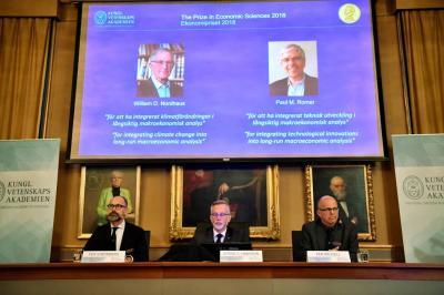 Nobel para modelos de interacción de economía con naturaleza y conocimiento
