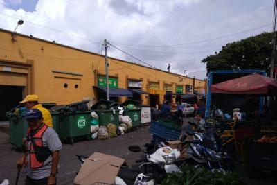 Las basuras en la Plaza de Mercado de San Francisco se están saliendo de control