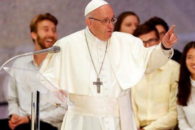 Papa Francisco sufrió caída en el Vaticano