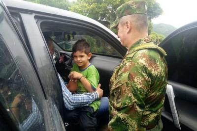"""""""Gracias Colombia"""", dijo el niño cuando le preguntaron cómo se sentía, y sobre su secuestro resumió con inocencia: """"me robaron""""."""