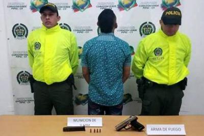 Ayer era presentado en la tarde un presunto integrante del Clan de Golfo, quien al parecer, ordenó los dos últimos homicidios en Puerto Berrío.