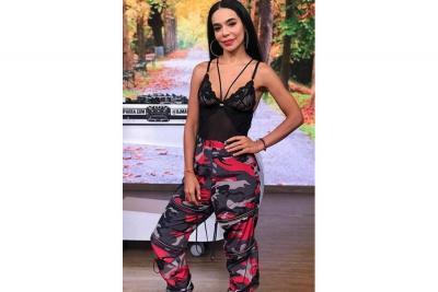 Tía de Maluma recibe críticas tras su debut como cantante