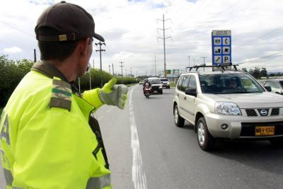 Cerca de cuatro millones de vehículos se movilizarán este puente festivo en el país