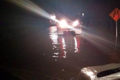 Paso restringido en la vía que de Bucaramanga conduce a la costa por derrumbes