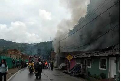 Emergencia por incendio en el barrio Café Madrid de Bucaramanga
