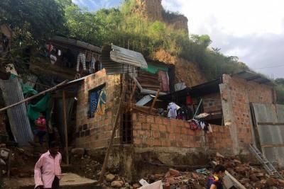 Aguacero en Bucaramanga dejó sin techo a 10 familias