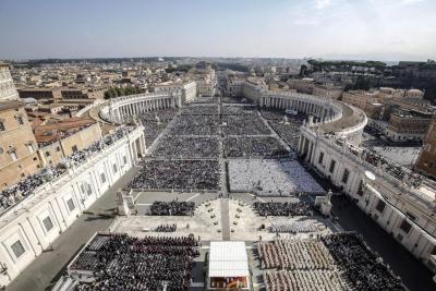 El Papa Francisco canonizó a Romero y Pablo VI en la Plaza San Pedro