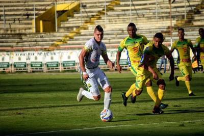 Bucaramanga venció 2-0 Huila y quedó a un paso de la clasificación