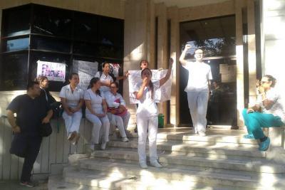 Con plantón, trabajadores de Esimed en Bucaramanga exigen el pago de sus salarios