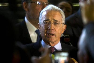 Senador Uribe plantea reelección de alcaldes y gobernadores
