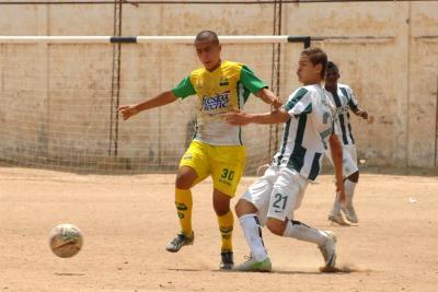 Fin de semana de fútbol en la cancha del barrio El Poblado