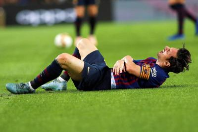 Messi se lesionó el brazo derecho en partido contra Sevilla