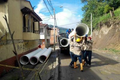 Reorientan aguas lluvias en el barrio Paseo del Mango