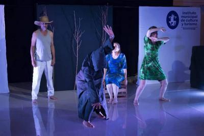 'En el brazo del río', teatro hecho en Santander