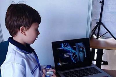 Niño de nueve años en Floridablanca sorprende con sus habilidades científicas