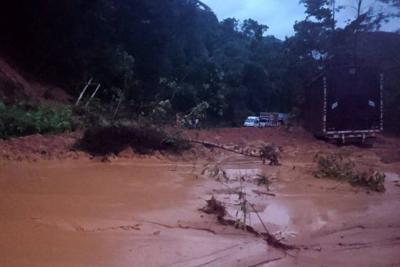 Hay cierre total por derrumbe en la autopista Medellín - Bogotá
