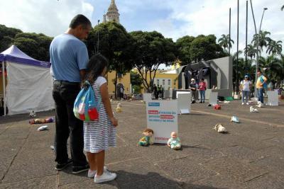 Peluches se 'tomaron' la Plaza Cívica de Bucaramanga contra el abuso infantil