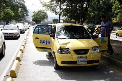 Peatona fue arrollada por un taxi en el carril de Metrolínea