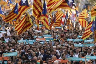Fiscalía española pide 25 años de cárcel para líderes independentistas catalanes