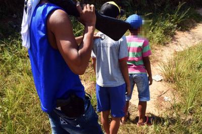 Criminales captan a niños venezolanos con alimentos