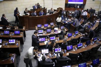 El pasado jueves, la Comisión Primera de la Cámara de Representantes prácticamente hundió la iniciativa que proponía congelar el salarios a congresistas y altos funcionarios.