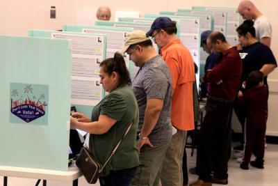 La mitad de Estados Unidos cierra las urnas en los comicios de medio mandato