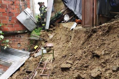 Evalúan posible evacuación de familias afectadas por lluvias en Morrorico