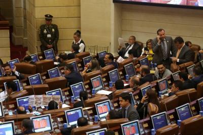 Reforma para bajar salario a congresistas se hundió