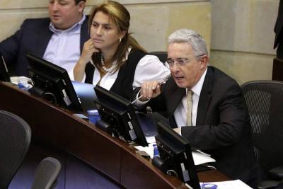 Uribismo propone prima de $359.000 para los que menos ganan