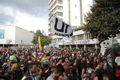 Estudiantes suspenden mesa de diálogo con el Gobierno