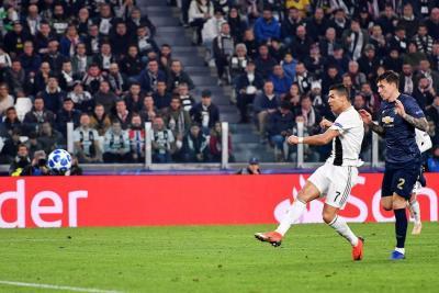 Cristiano Ronaldo marcó un golazo en la derrota 1-2 de la Juventus ante Manchester United, en uno de los compromisos más interesantes de la cuarta jornada de la Liga de Campeones.