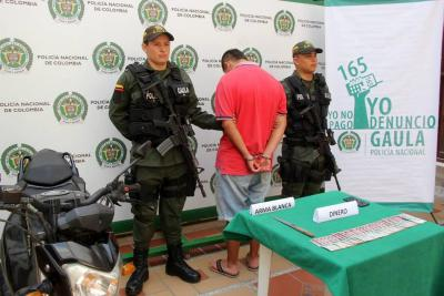 El detenido registra antecedentes por porte de estupefacientes, hurto agravado y receptación.