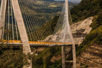 Aunque a simple vista el Puente Hisgaura muestra una gran ondulación, para los expertos, la prueba de carga será determinante.