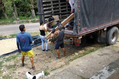 Entregaron material para placas huella en Aratoca