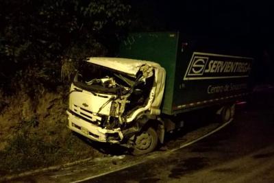 Choque entre un camión y un bus dejó a una persona herida en Bucaramanga